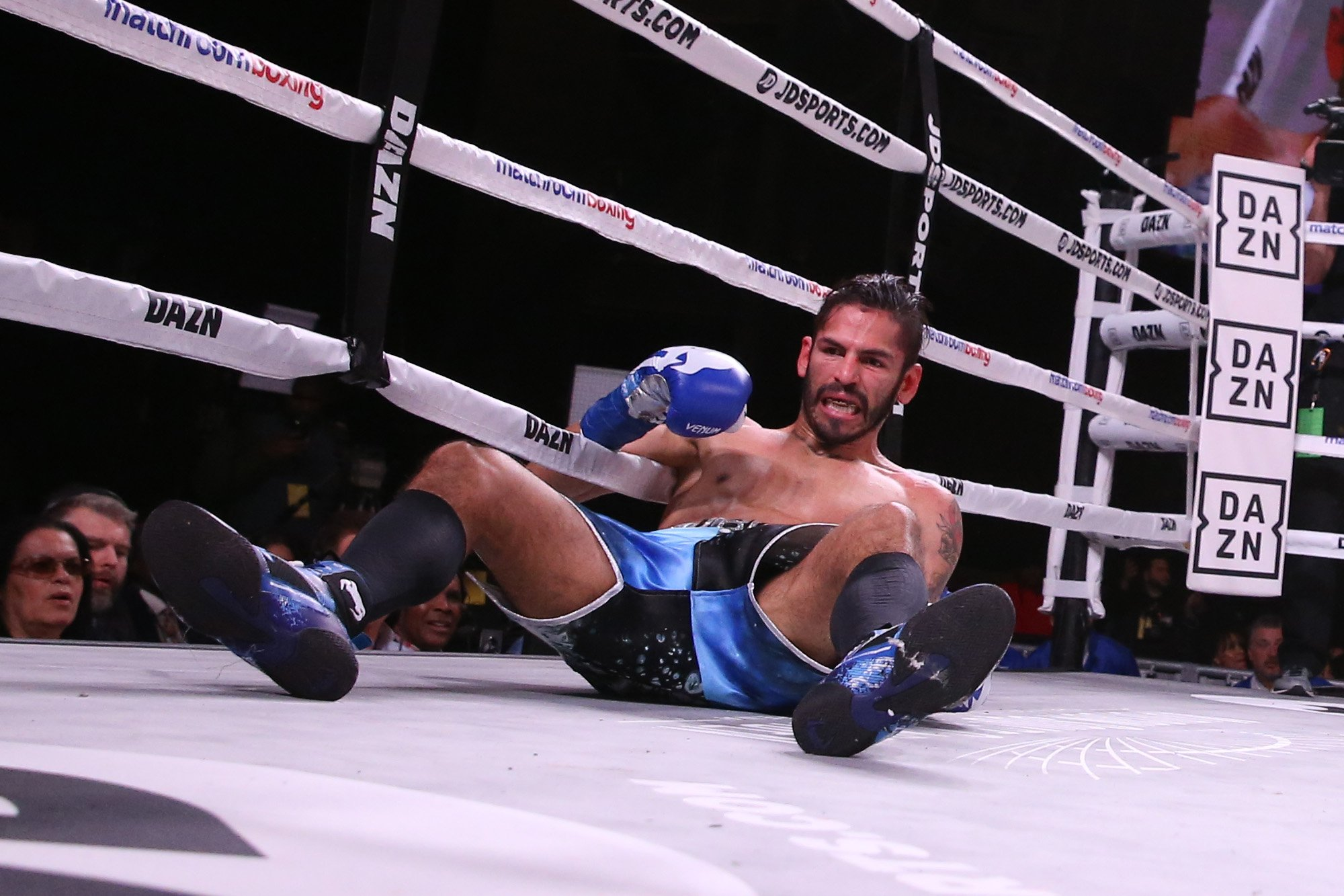 The Stunning Moment Jorge Linares Got Knocked Out In Round 1 Of His 50th Fight