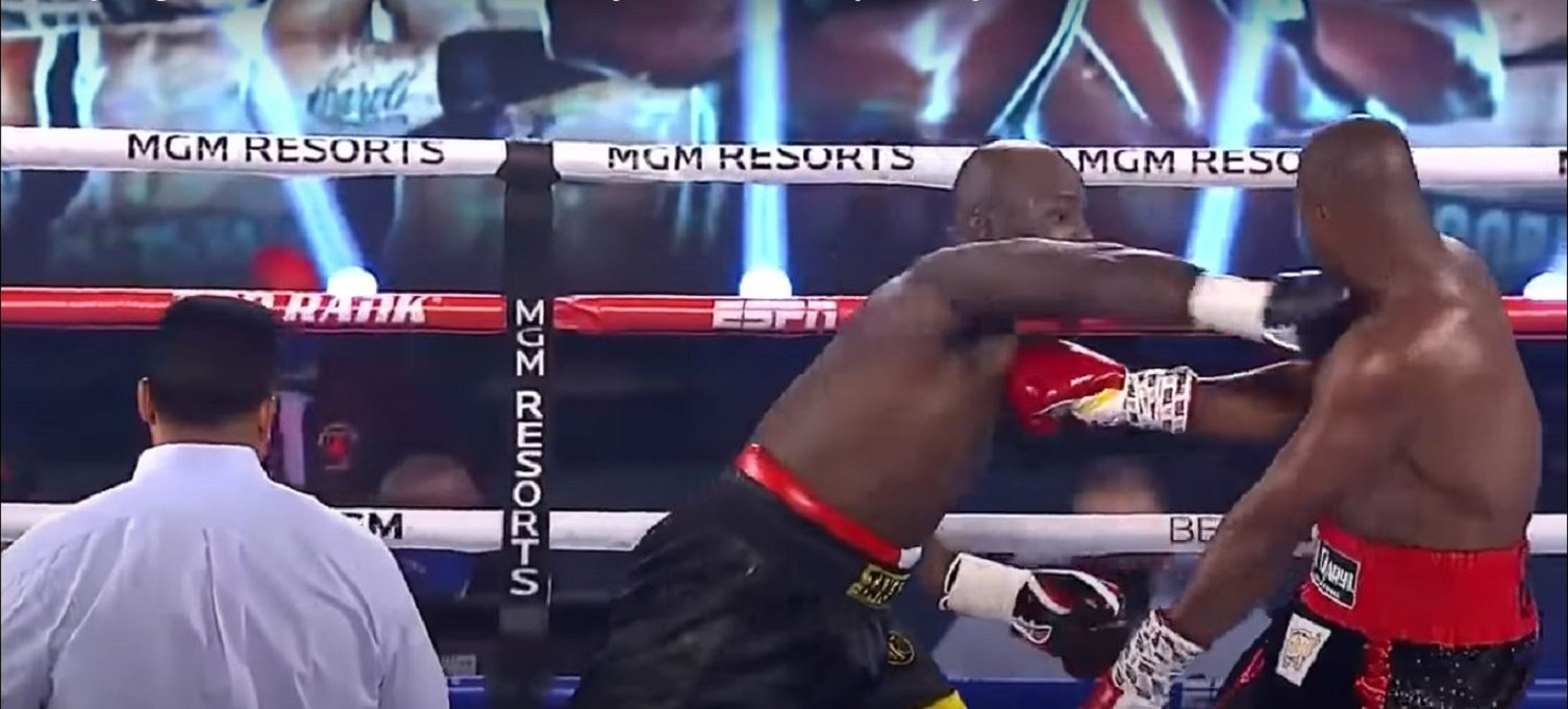 Trainer Inspires Heavyweight With Weird Mid Fight Comment