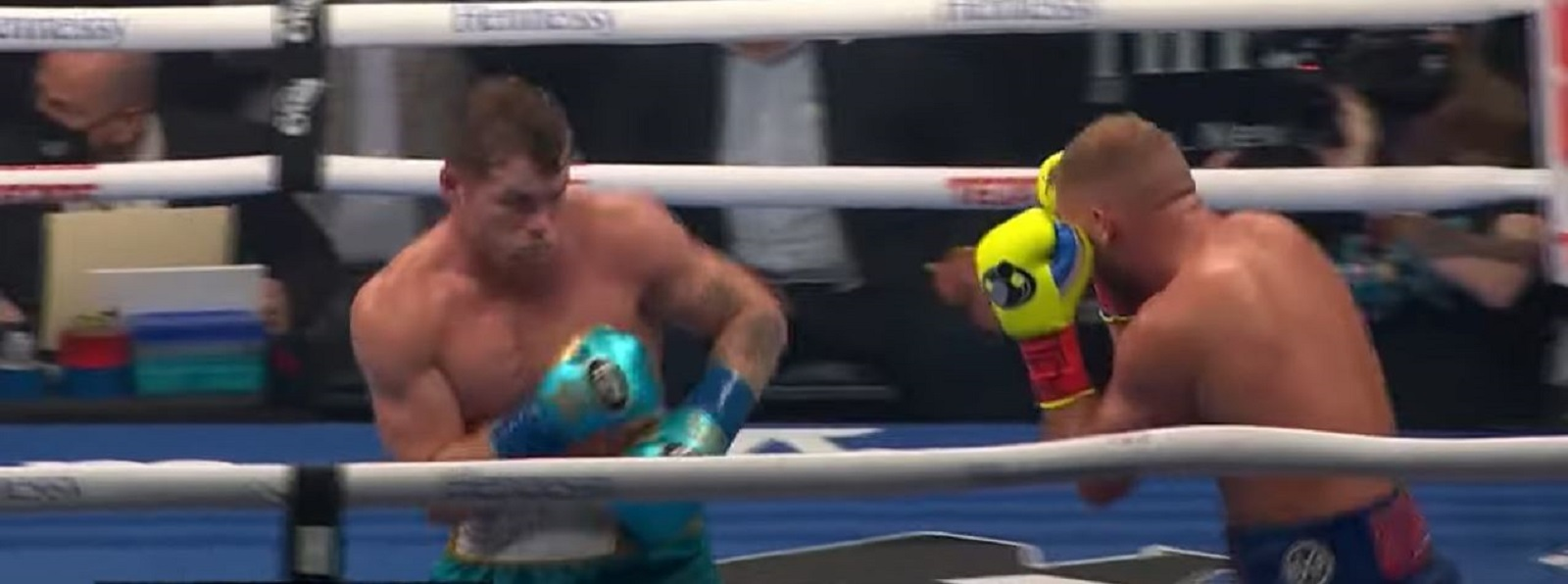 Manny Pacquiao Reacts To Canelo Stopping Saunders