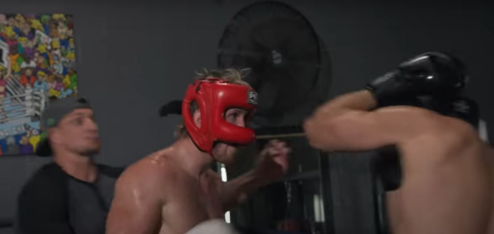 Mayweather Opponent Spars 4 Boxers At The Same Time